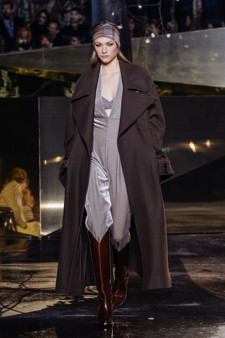 @Lightaholic #baneasafashiontrends #baneasashoppingcity #fashionweeks #pfw2016 #fashion