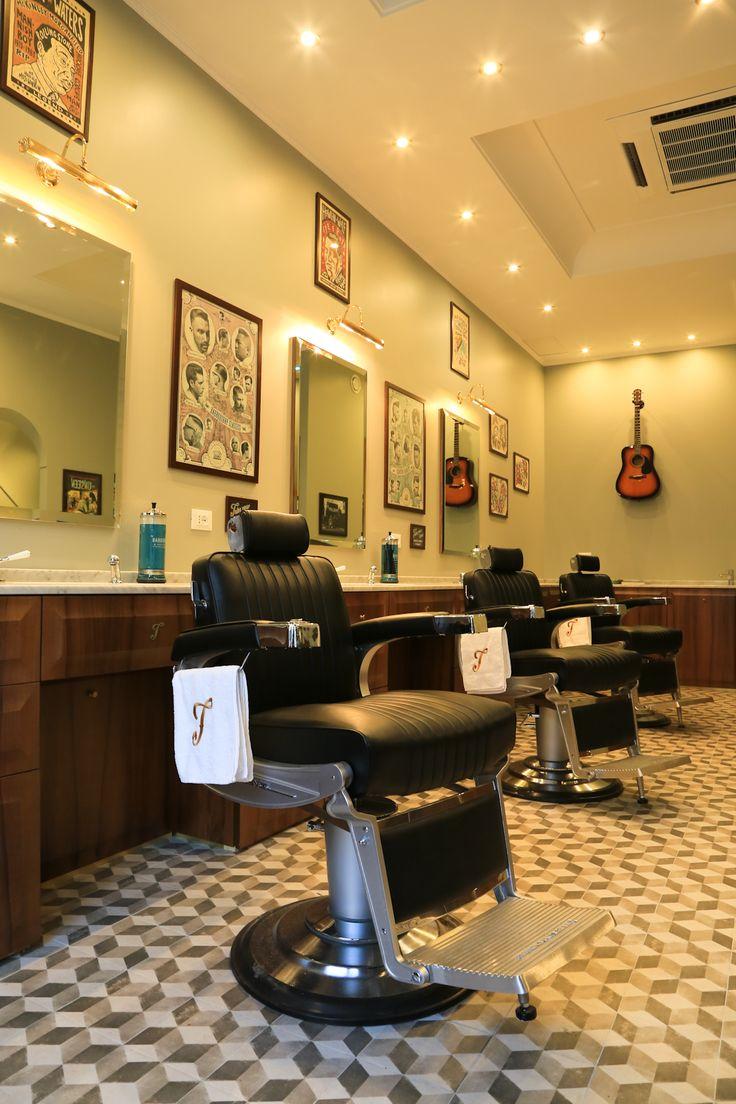 Tadpole_barber_barbershop_Interior_hair_studio_look_design_parrucchiere_acconciatore_parrucchiera_360_arredo_arredamento_padova_rockabilly_barber chair_vintage_takara_belmont