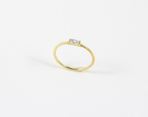 SI TIENES PRISA, POR FAVOR ELIJA LA OPCIÓN DE ENVÍO: UPS EXPRESS 3-5 DÍAS  ***  Este sencillo anillo de bodas está diseñado para los amantes de la sencillez y la elegancia.   PROPIEDADES;  • Baguette mide 4 x 2 mm • Medidas: 1,2 mm de ancho • Material disponible: K plata 925 (14 oro de k color de rosa llenas o 14 oro amarillo k llena)  TIEMPO DE PROCESAMIENTO; Esta pieza estará lista para ser enviado en 3-5 días laborales.