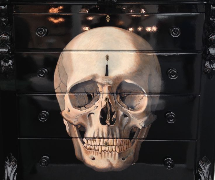 Skull chest of drawers.