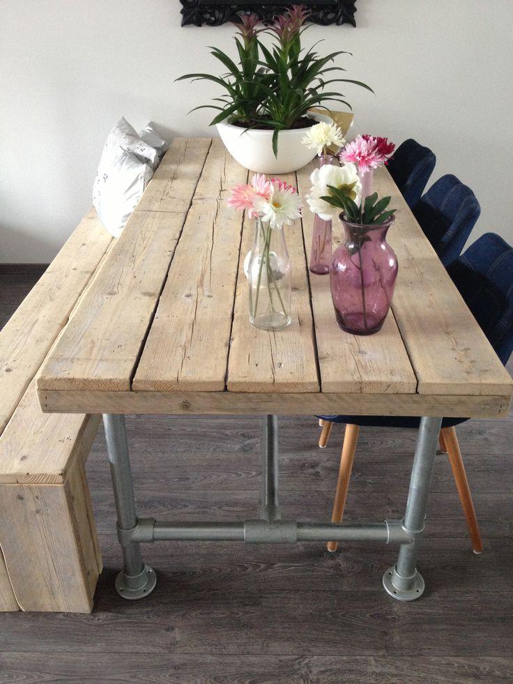 Eettafel en bankje van Steigerhout