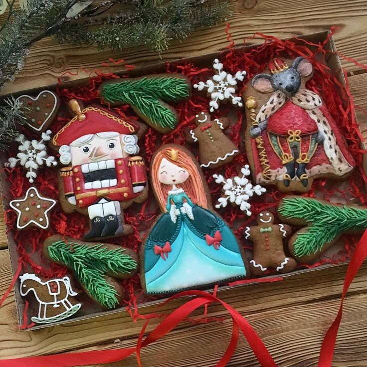 Наша интерпретация #щелкунчик . К большим Пряникам можно прикрепить веревочку и украсить ёлку как елочными игрушками, бонусом они распространят по вашей комнате чудесный рождественский имбирно-пряный аромат #пряникщелкунчик #имбирноепеченьеназаказмосква #имбирноепеченьемосква #пряникиназаказмосква #пряникиназаказ #неслучайноепеченье_нг2017 #неслучайноепеченье #неслучайноепеченье_новыйгод Таких делаем всего 5 наборов в свободную продажу . Вопросы по заказам в вотсап 8-916-490-7590