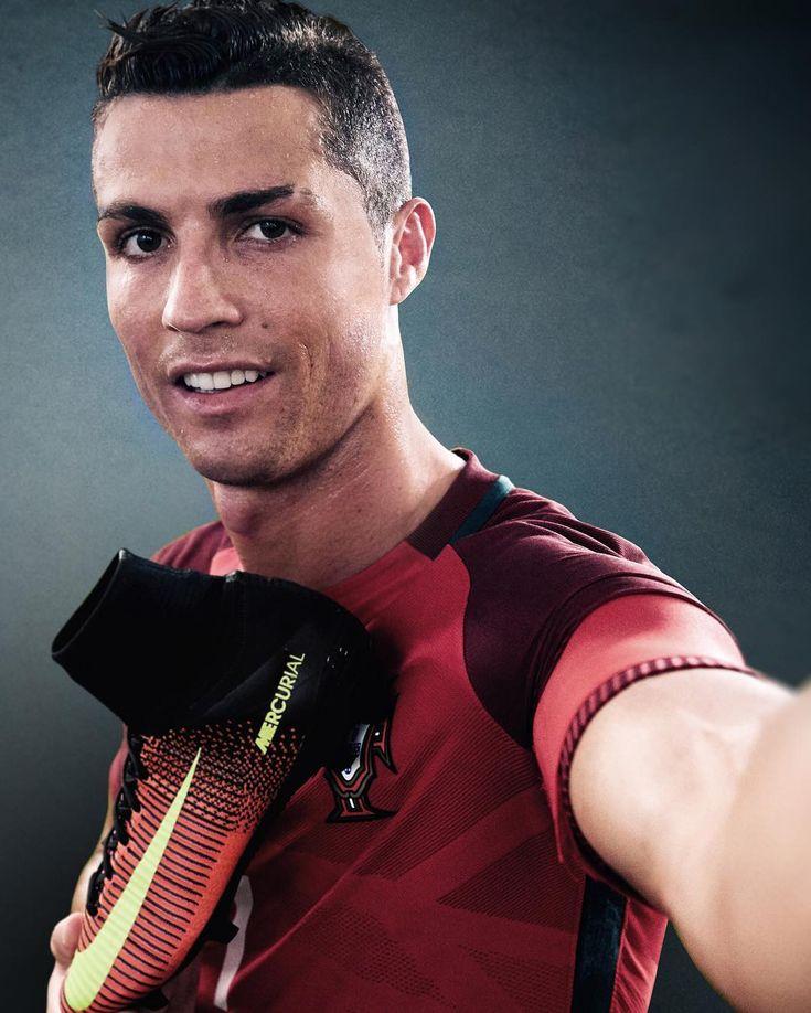 nike roshe run slip on black white - 1000+ ideas about Chuteira Do Cristiano Ronaldo on Pinterest