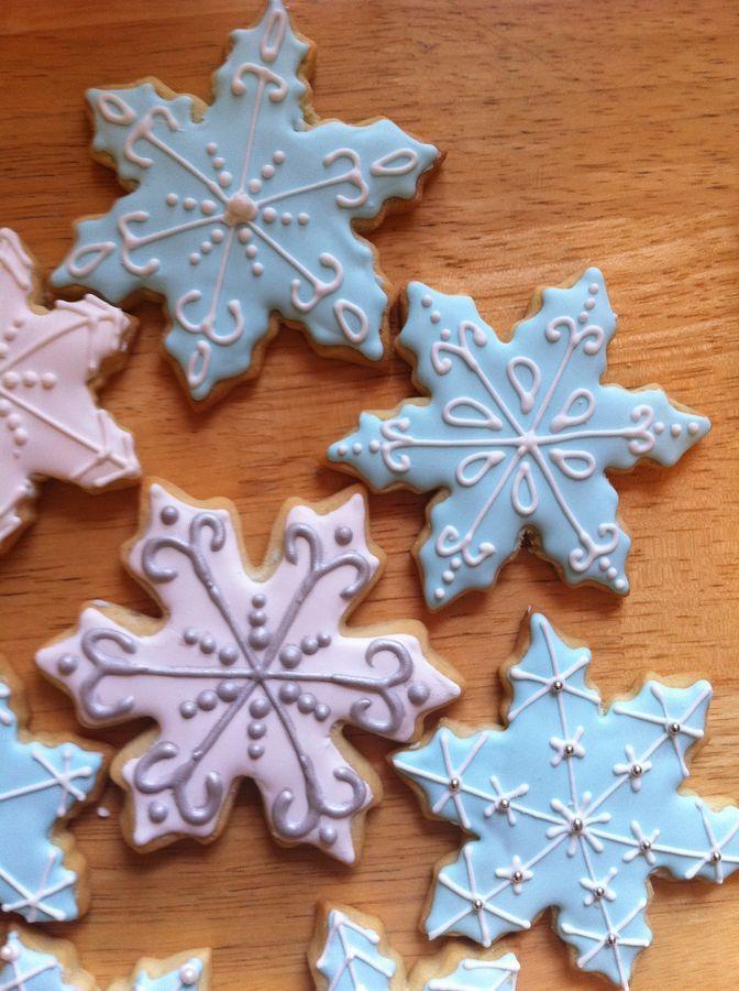 Edible snowflakes.  Yum... Eller måske på karton eller filt