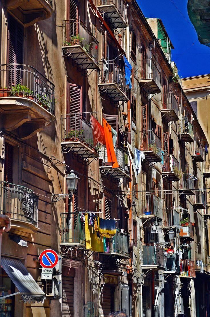 Wer Sizilien besucht muss Palermo sehen. DieSizilianer lieben Palermo oder sie hassen es. Entweder will man sofort wieder weg oder  …...weiter unter: http://welt-sehenerleben.de/ #Palermo #Sizilien #Italien #Reisen #Urlaub