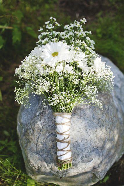boho bridal bouquet of daisies & baby's breath / Koru ...
