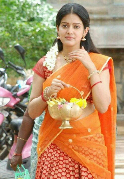 Milky white kollywood actress snapped on the way to temple