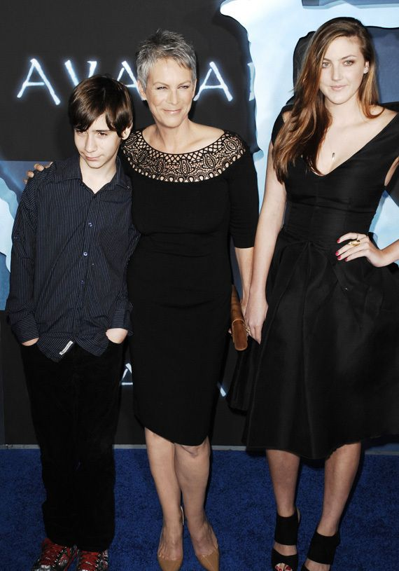 Jamie lee curtis shows off her kids at 39 avatar 39 premiere for Jamie lee curtis husband christopher guest