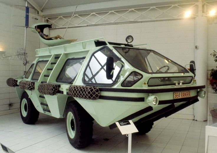 1979 Colani Sea Ranger was just one of the many crazy ideas to erupt from the head of the prolific German designer Luigi Colani. Based on Mercedes Unimog chassis. Only one prototype was made.