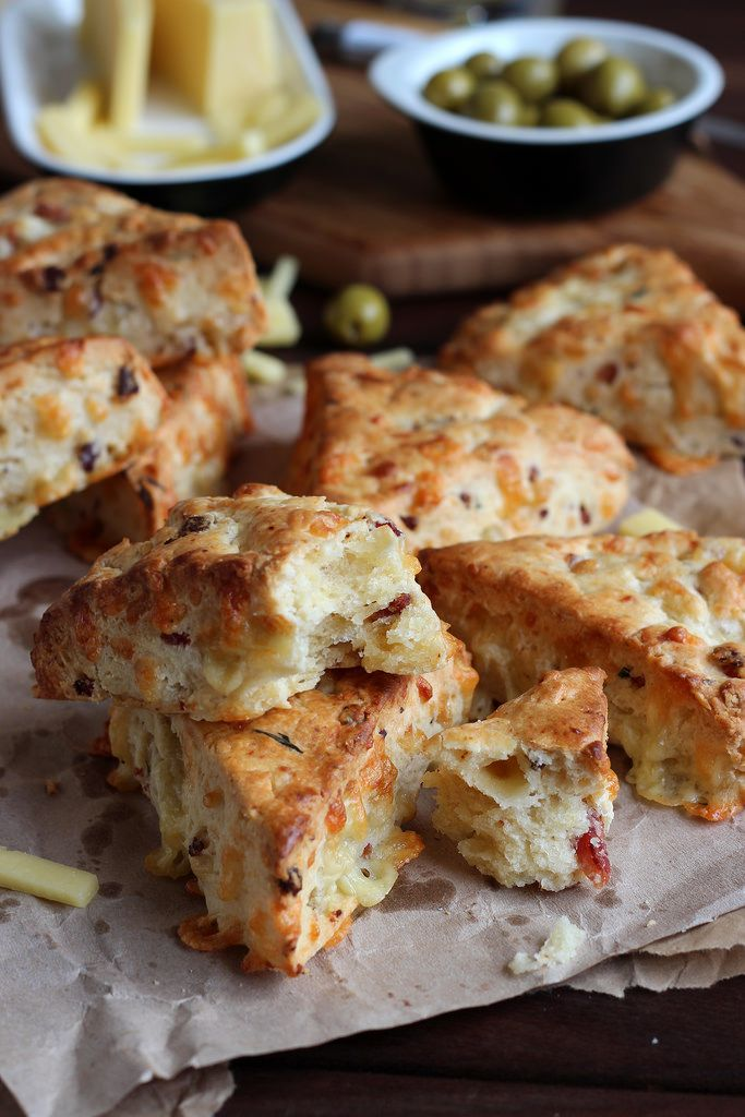 Scones de bacon y queso cheddar