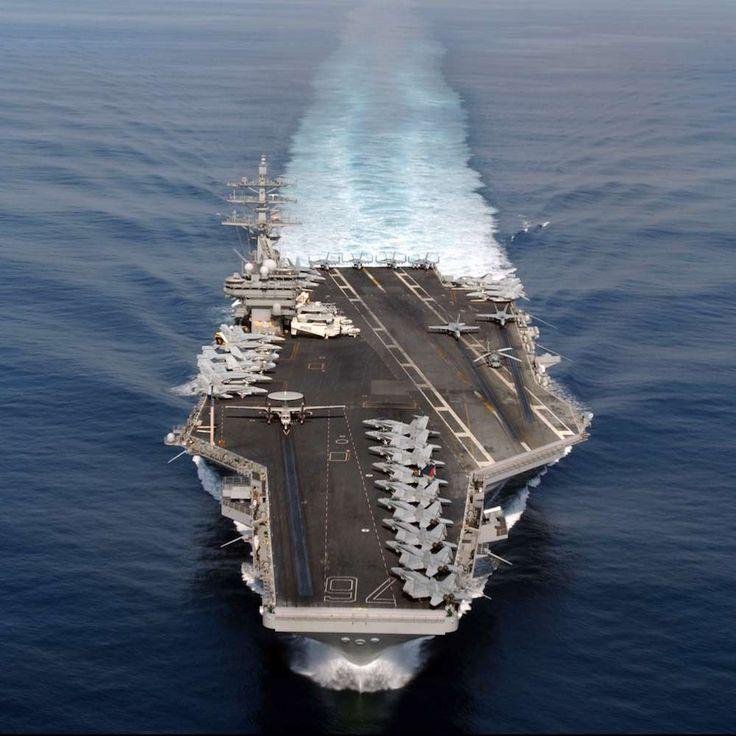 Un día como hoy, hace 41 años, el 3 de mayo de 1975, la Armada de los Estados Unidos puso en servicio el primer portaaviones de clase Nimitz serie 10. Con 330 metros de longitud, 100.000 toneladas de peso y capacidad para una tripulación de 5.000 personas, 90 aviones de ala fija y diversos helicópteros, sigue siendo el buque portaaviones más grande del mundo. #Armada #USA #naval #avión #barco #guerra #nimitz http://www.pandabuzz.com/es/un-dia-como-hoy/puesta-en-servicio-nimitz