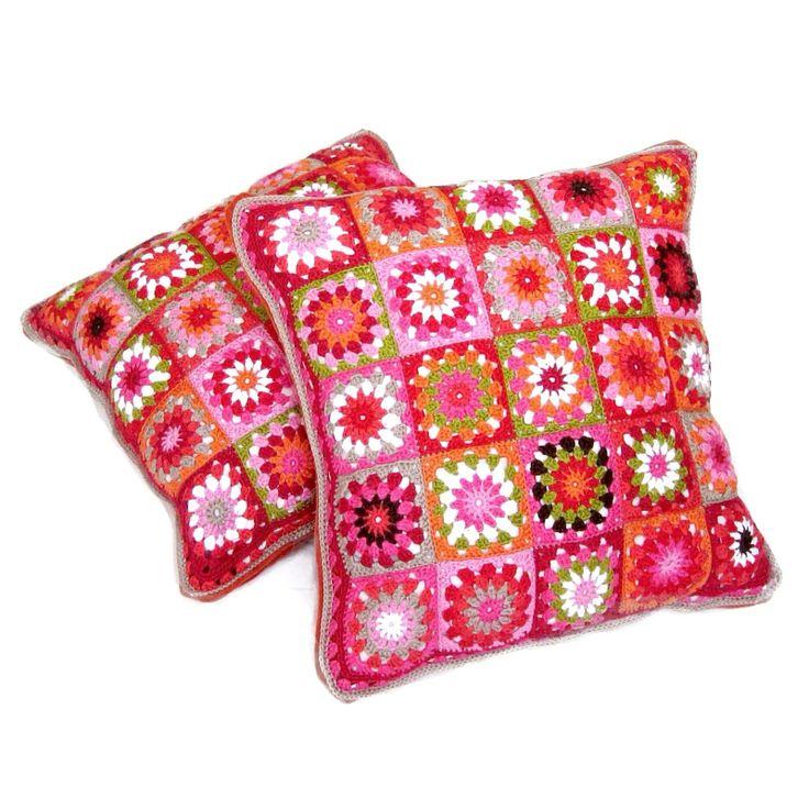 Granny square pillow by Helena Haakt (kussen haken)