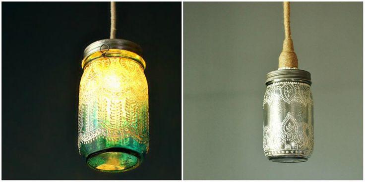 Faça!: 1 frasco de vidro com tampa; Tinta relevo; 1 lâmpada de baixa voltagem; 1 soquete; 1 fio de energia.    Como fazer: - Use uma lâmpada de baixa voltagem. Lave e seque o vidro e depois utilize a tinta relevo para pintar e fazer os detalhes da lanterna.   - Fure a tampa do recipiente e instale um soquete, de forma que a lâmpada fique bem presa ao frasco. Feito isso, é só amarrar um fio no soquete e a sua luminária já pode ser pendurada.