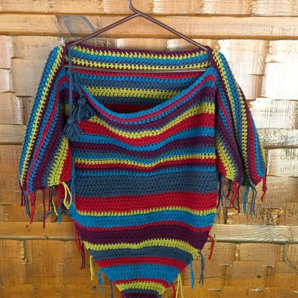 Gypsy poncho crochet pattern in merino wool with tassel ties. A quick and fun…