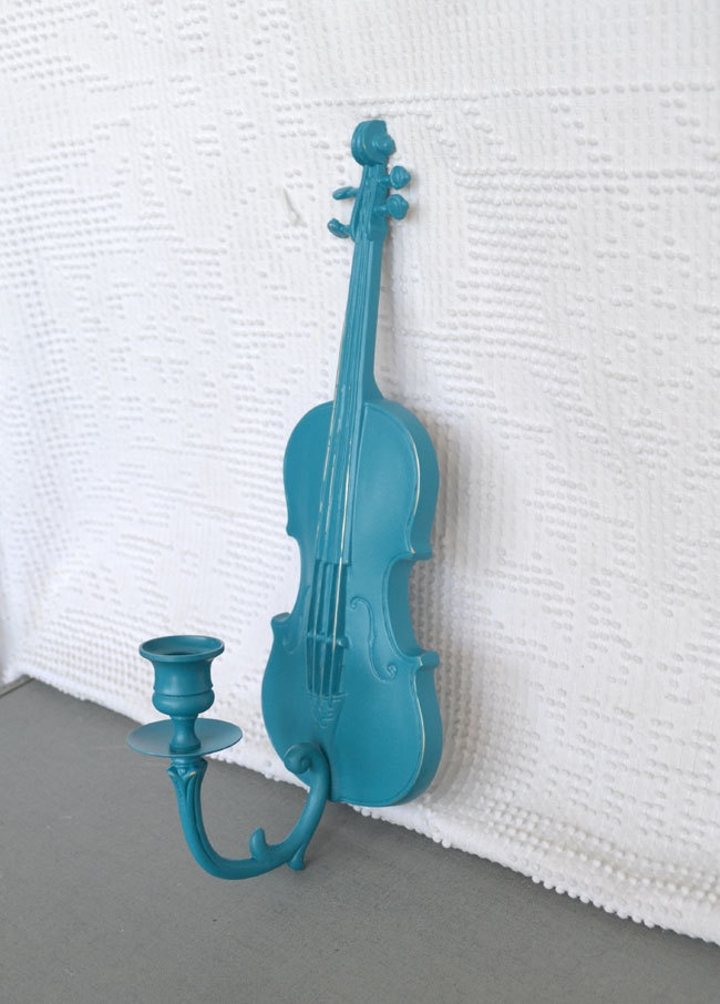 Best 25 music wall decor ideas on pinterest music for Violin decorating ideas