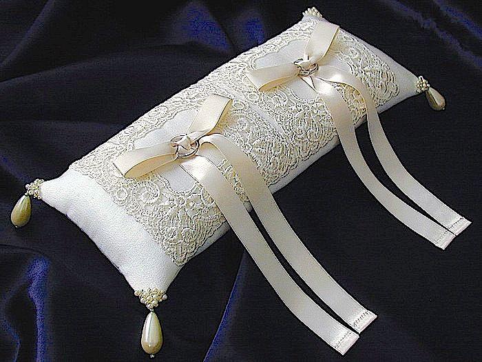 ateliersarah's ring pillow                                                                                                                                                                                 Más