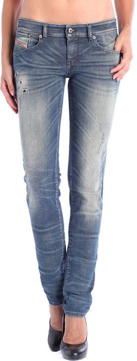 These denim have a special seam construction on the hip side, which form the back, making the rear perfectly curvy and lifted. They also feature a low waist in the front and a higher back. Slim, but with a bit more room in the leg, providing much more comfort for the curvy body. GETLEGG is a real traditional denim in a stretch fabric. A special side seam and back pocket design, draw the rare in a perfect curvy shape.