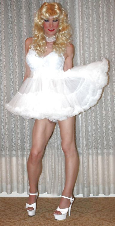 Sissy maid as wedding gift - 4 6