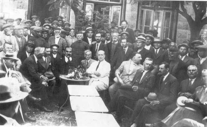 At the square . The poet Aggelos Sikelianos with people from Arachova . L.Panagakos   Archives
