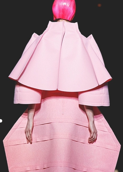 COMME des GARÇONS  This is a wonderful example of what a runway show should be…