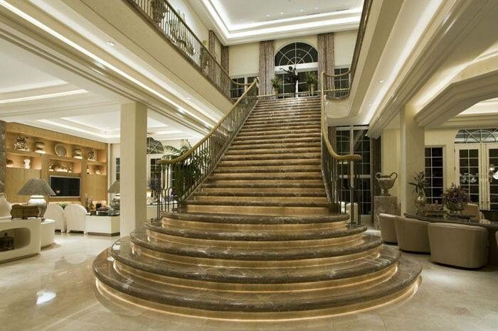 Pin 7: This stairs made by marble gives a luxury and classic look to the place. It's also a part of the decoration for the place for be bigger.