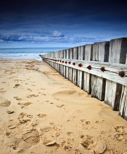 I love the simplicity of this picture, yet so perfect!  Torquay, Australia (Great Ocean Road)