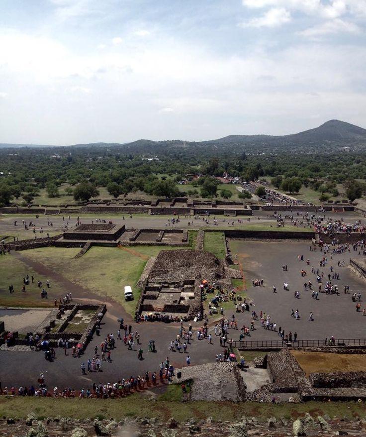 """""""Piramides de Teotihuacan"""" Cd. de Mèxico  Esta es la vista que se observa desde arriba de la Piramide del Sol."""