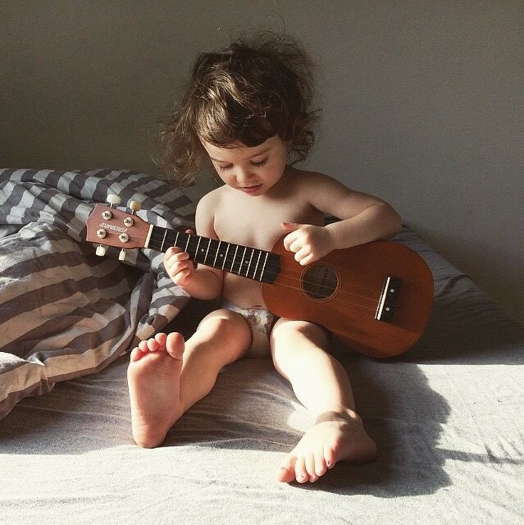 Everything and anything that captures my eye, attracts and distracts me: acoustic guitars, music and...