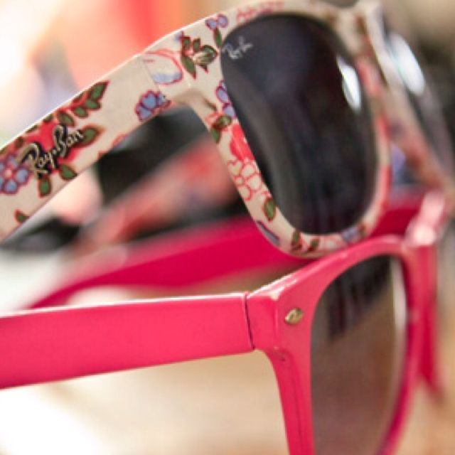 I want these.<3: Ray Bans, Shades, Style, Ray Ban Outlets, Oakley Sunglasses, Fashion Accessories, Rayban Sunglasses, Ray Ban Sunglasses, Flower Patterns