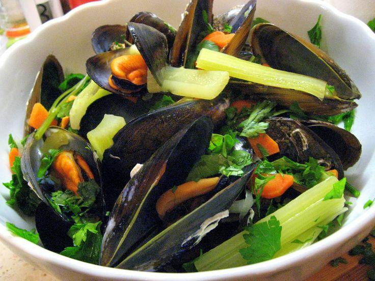 relaxotour: Kékkagyló fehérborban zellerrel, zöldpetrezselyemm...