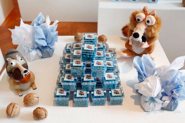 O Gabriel ganhou uma festinha com o tema A Era do Gelo para comemorar seus 4 aninhos! A decoração da Maria Pipoca ficou incrível, com todos os detalhes que