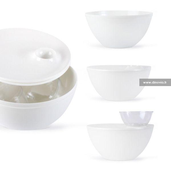 De la vaisselle jetable modulable, facile à ranger pour partir en famille faire un déjeuner sur l'herbe. La coupelle s'encastre sur l'assiette, l'assiette tient sur le saladier...