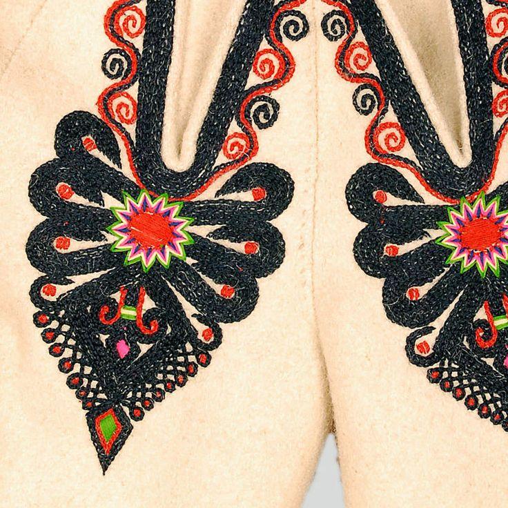 ++ POLISH EMBROIDERY ++ Decoration on the flies: heart-shaped parzenica pattern .  Podhalanian Highlanders, Zakopane, early 20th c.