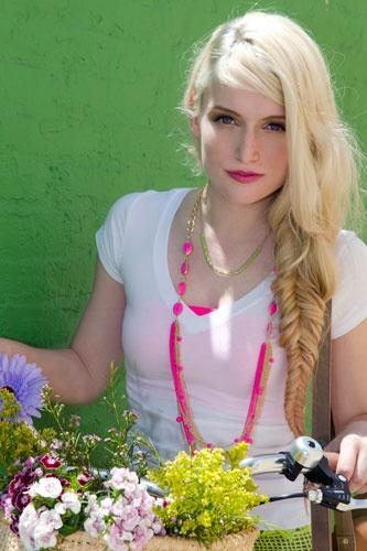 Long bone braid: Dc Boutique, Fun Hairstyles, Awesome Hairstyles, Boutique Violet, Girl Hairstyles, Hair Color, Color Happy Lookbook