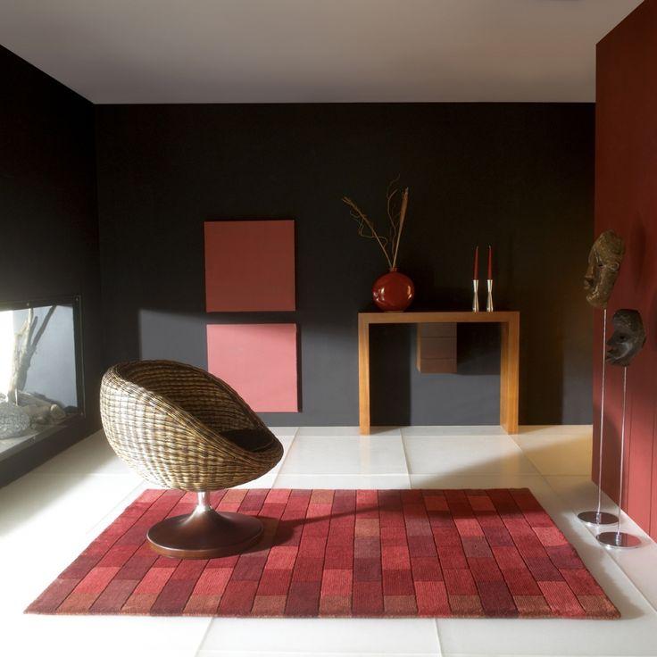 Tapis contemporain rouge Bricks par Carving. Ses motifs et son rouge dynamique rappellent la brique.  #déco #tapis #briques #décoration