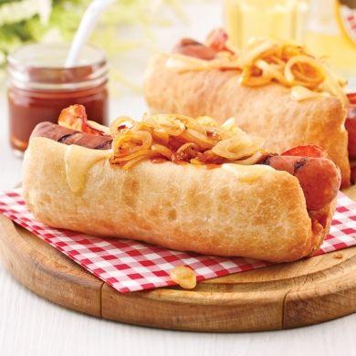 Les oignons caramélisés à la sauce barbecue à l'érable sont tout désignés pour ajouter une touche de finesse à vos hot-dogs préférés!