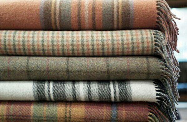 I loooove wooly tartan blankets SO much!