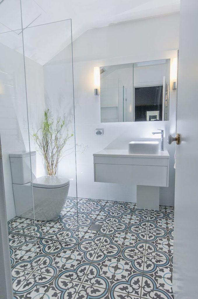 Find Tons Of Inspiration With These 5 Bathroom Tile Ideas For Small Bathrooms Get The Most From Smaller Spaces W Ide Kamar Mandi Kamar Mandi Utama Kamar Mandi