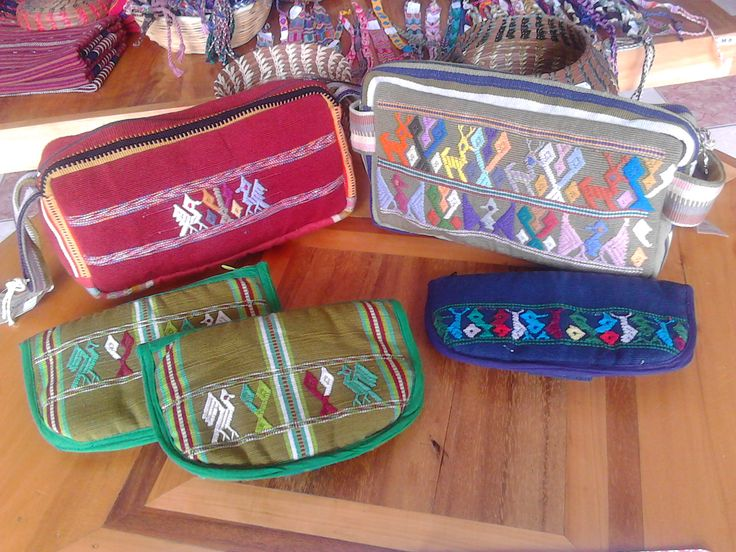Cosmetiqueras y portalentes (makeup bags and glasses cases)