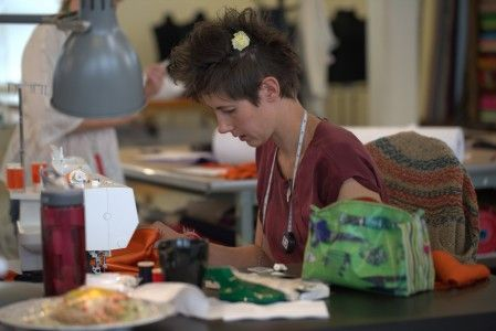 Anne ved arbeidsstasjon, fra Annes blogg