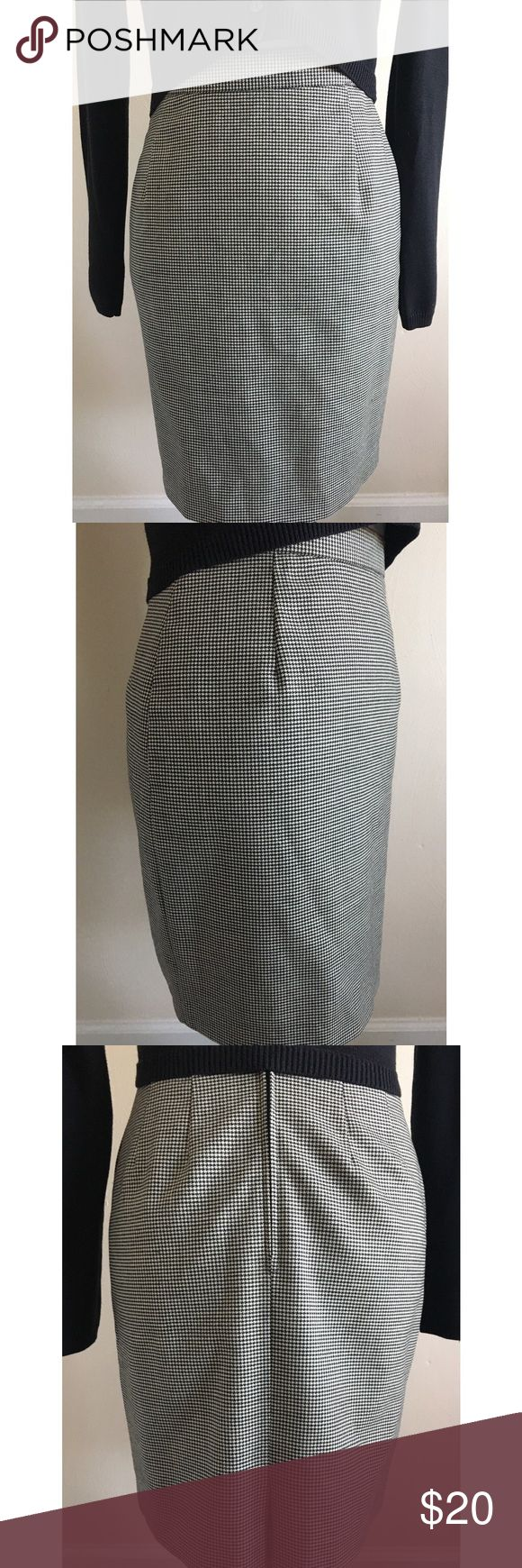 """Marks & Spencer London Houndstooth Pencil Skirt The perfect pencil skirt! Like new! UK Size 10 but this skirt is more like a US Size 4. Measurements = 21"""" Length / 25"""" Waist / 36"""" Hips  • Size XS • Wool & Elastane • Black & White Houndstooth  • Like New! Marks & Spencer  Skirts Pencil"""
