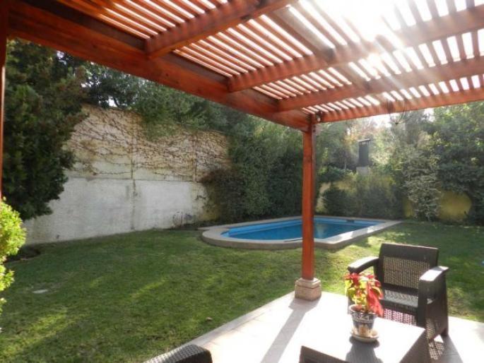 Estupenda casa en seguro condominio Informe de Engel & Völkers   T-1422726 - ( Chile, Región Metropolitana de Santiago, Lo Barnechea, Camino Del Sol )