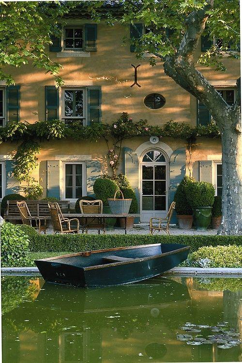 Jardin d'eau en Provence. (via Jardin d'eau en Provence.   Home, House, Manor, Chateau, Palais, Cast…)