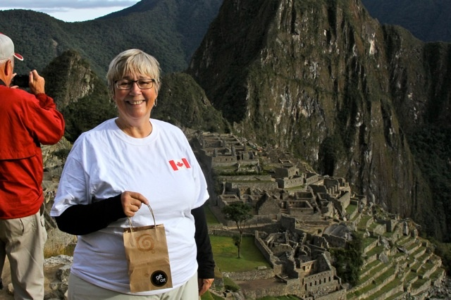 Lorel traveled all the way to Macchu Picchu in Peru with our Gift of Art bag. What an incredibly beautiful view. It looks like a wonderful place to vacation! Thanks for the photo Lorel. Cheers.