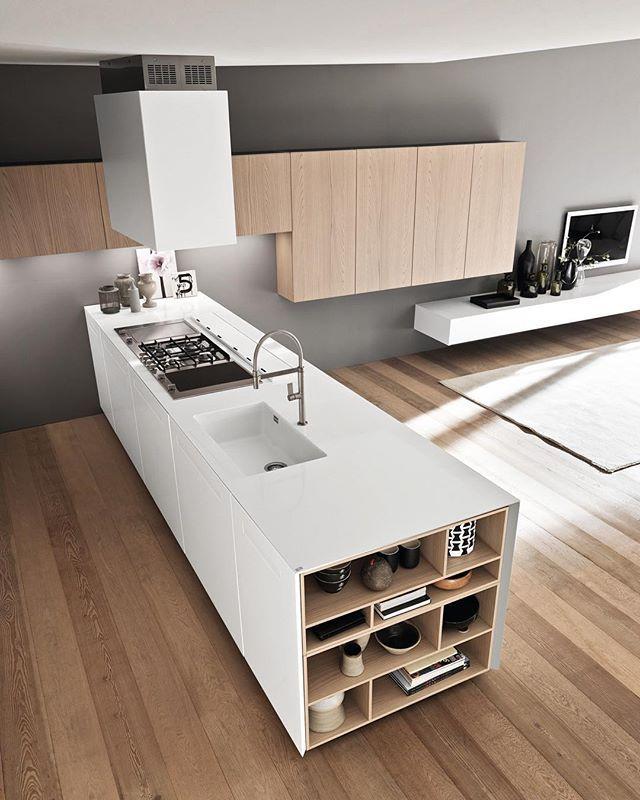 Peninsula Kitchen by Marconato & Zappa Architects.