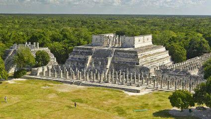 Templo de los Guerreros #México Es un templo de la época maya posclásica, construido en el año 1200 d.C. por los mayas itzáes en la antigua ciudad de #ChichénItzá , en el territorio actualmente perteneciente al estado de #Yucatán . El templo está influenciado por la arquitectura de los toltecas, y así lo demuestra sus similitudes con el templo de Tlahuizcalpantecuhtli, situado en Tollan-Xicocotitlan o #Tula , que fue capital del estado tolteca Tour By Mexico - Google+