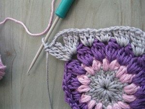 Step-by-step tutorial for Priscilla Hewitt's Sunburst Granny Square by Eda´s Crochetroom