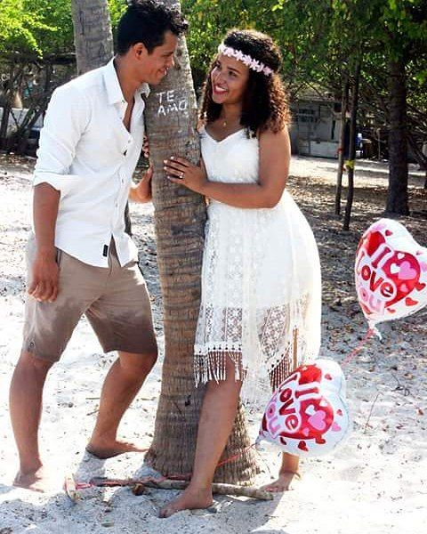 """""""Uno está enamorado cuando se da cuenta de que otra persona es única."""" Sesión de fotos Pre Boda  Novios: Dinah Paz E Silva y Adriano Vásquez #boda #PreBoda  #MomentosUnicos #Amor #Playa  #Love #JustMarried #UnidosPorElAmor #Felicidad #Alegria #Union #Amistad #Compañerismo #Familia #NuevaFamilia #fotografia #matrimonio http://gelinshop.com/ipost/1518541349723536901/?code=BUS8U_fA34F"""
