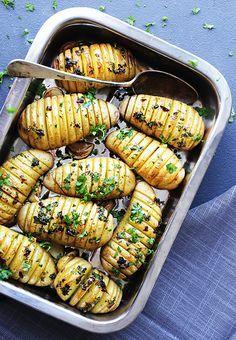 Jeg digger disse godsakene! Kjempeenkelt, smakfullt og en spennende måte og servere poteter på.