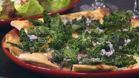Pizza med krispig grönkål.